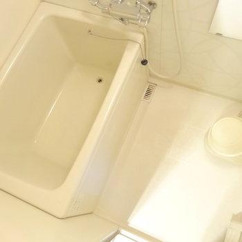 浴槽深い&大きめです。※家具等は全て撤去されます