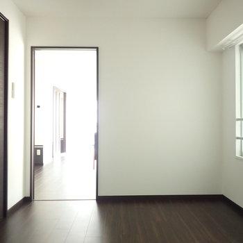 寝室は6帖くらいの広さです。※前回募集時の写真です