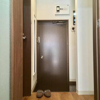 キッチンから扉を開けて、左手には... ※写真は前回募集時のものです