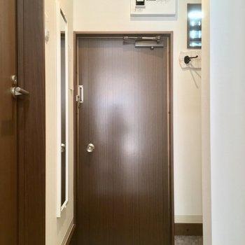 玄関はこちら! ※写真は前回募集時のものです