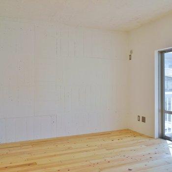 壁が白のコンクリのダイニングには、、、。※写真は前回撮影時のもの