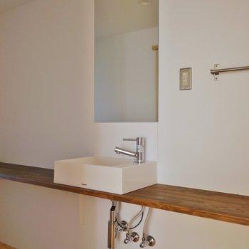 横長の洗面所。※写真は前回撮影時のもの