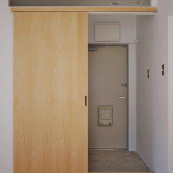 玄関へのアプローチも◎。※写真は前回撮影時のもの