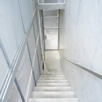 エントランス階段です。※写真は前回募集時。