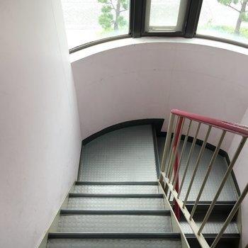 おうちまではひたすらに階段。