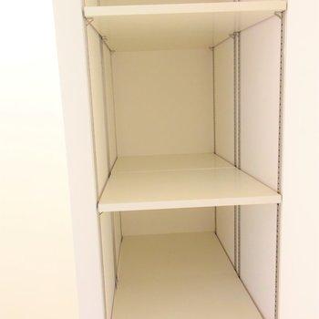 奥行の長いシューズボックス(※写真は4階の反転間取り別部屋のものです)