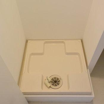 玄関を入ってすぐに洗濯機(※写真は4階の反転間取り別部屋のものです)