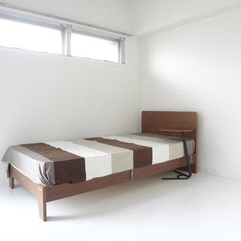 続いて洋室へ。ここは寝室かな。※写真は2階の同間取り別部屋のものです