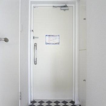 玄関の床がかわいいな~♪※写真は2階の同間取り別部屋のものです