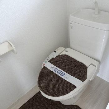 トイレも広くてきれい。※写真は2階の同間取り別部屋のものです