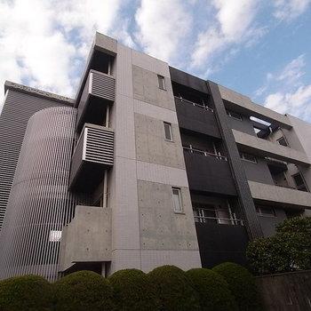 箱崎宮前駅のすぐ近くです。