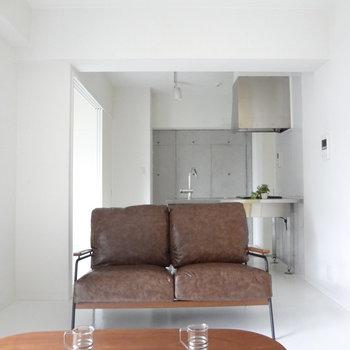 ソファーにごろんとしたくなっちゃう。※写真は2階の同間取り別部屋のものです