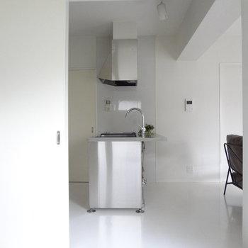 寝室の横がキッチンなので、匂い対策が必要ですね。※写真は2階の同間取り別部屋のものです
