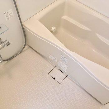 バスルームはゆったり!浴槽に浸かると・・・