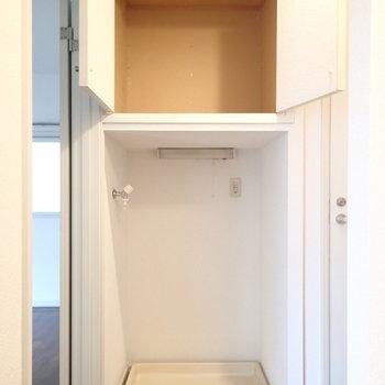 玄関付近に洗濯機置場があります。※写真は前回募集時のものです
