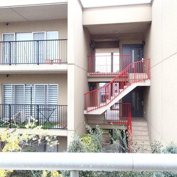 北側の眺望はは隣のマンション。※写真は前回募集時のものです
