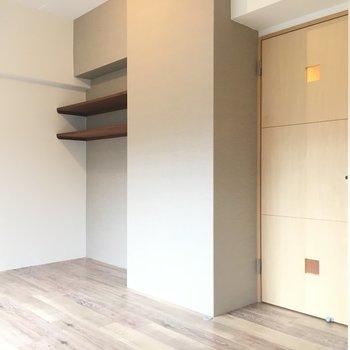 横長なのでコンパクトな家具を選びたい。