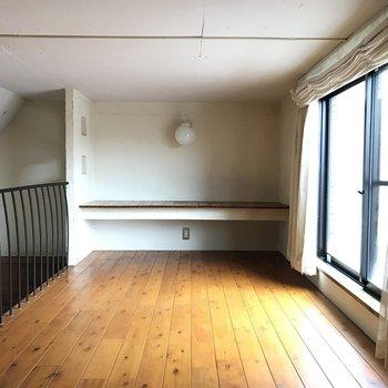 こちらはロフト空間。収納スペースとしてもいいし、寝室としても使えそう。