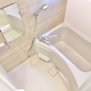 浴室はシンプルなデザインです。