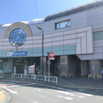 駅構内にはコンビニとカフェが併設されており、便利そうな印象です。