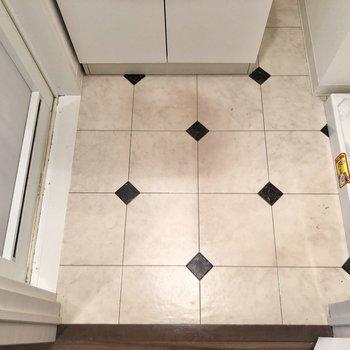 サニタリールーム床のデザイン、可愛いなあ※写真はクリーニング前のものです