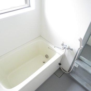 お風呂にも光が入りますね。