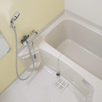 お風呂はシンプルですが浴室乾燥機付き! ※写真は別部屋