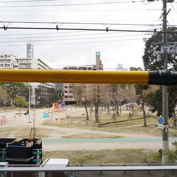 眺望は公園に面しててのどか ※写真は5階