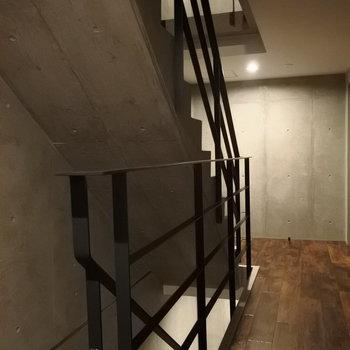 階段もかっこいいんだから