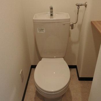 小棚がかわいいトイレさん
