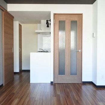 キッチンはちょっとおくまったタイプ※写真は別部屋です
