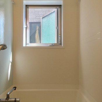 窓があって明るいです。換気もバッチリだ!※ 写真は前回募集時のものです
