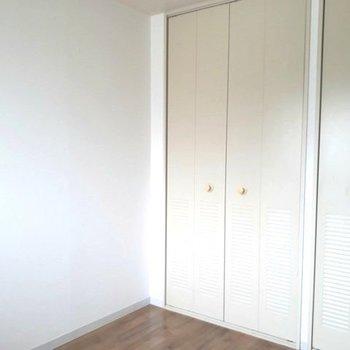 ホワイト基調のシンプル部屋