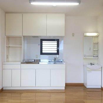キッチン側にも窓いいね※写真は5階の同間取り別部屋のものです