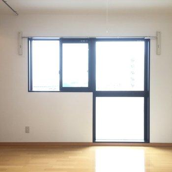 バルコニーは付いてませんが窓は大きい!※写真は5階の同間取り別部屋のものです