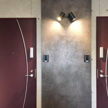 玄関の扉もいい感じ。