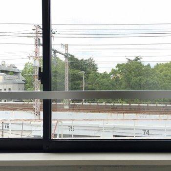 目の前は線路。 ※写真は別部屋