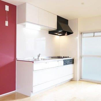 キッチンが窓辺なのは明るくていいね。 ※写真は同間取り別部屋