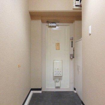 玄関にはシューズボックスがついています。
