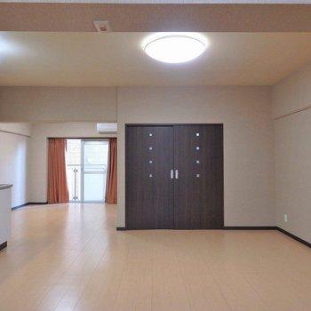 あの茶色いドアは洋室です。