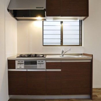 シンプルなカラーのキッチン。