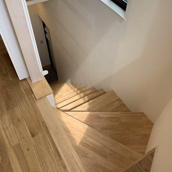 カーブがおしゃれな階段