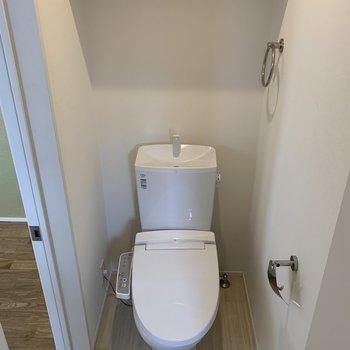 お風呂を出るとトイレがあります