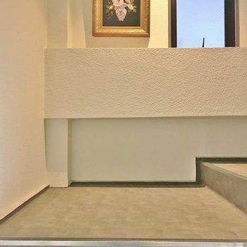 お部屋までは階段で