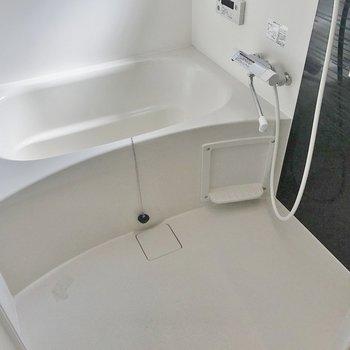 お風呂も広い!鏡が付いているのも嬉しいですね※写真は前回掲載時のものです。
