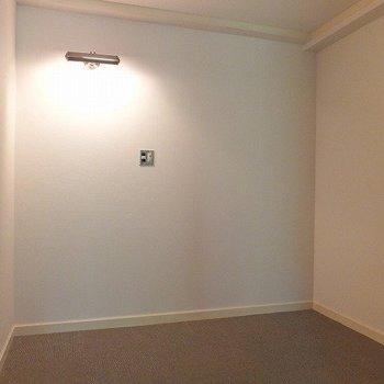 寝室スペース。照明が素敵。※写真は別部屋です