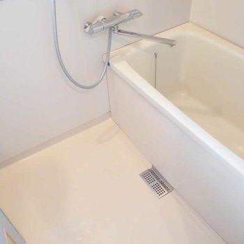 お風呂もきれいになりました。※写真は1階の同間取り別部屋です。