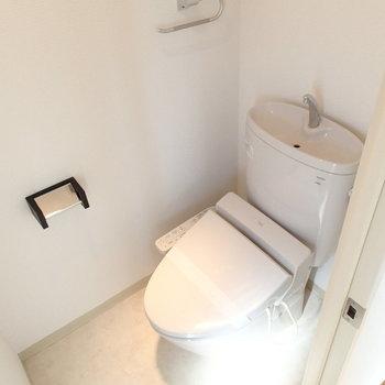 トイレはしっかり個室でウォシュレット付き。