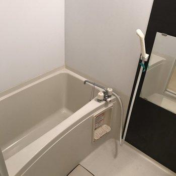ゆったり浴室です。※写真はクリーニング前です。