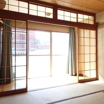 そちらに面した和室。